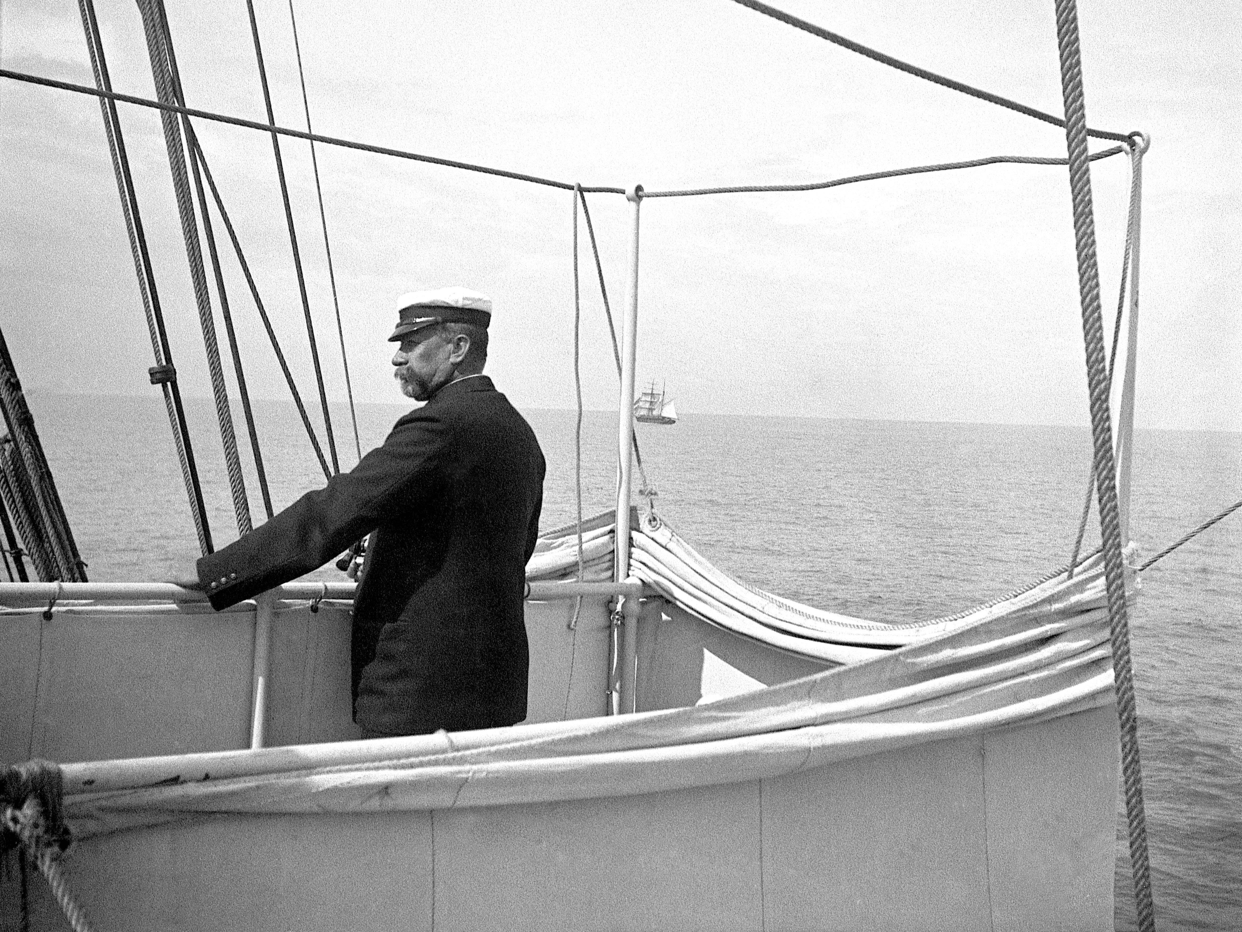 Albert Ier sur passerelle - Institut Océanographique de Monaco