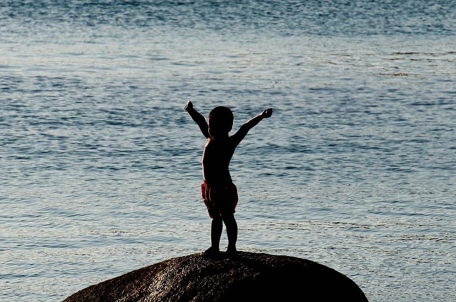 Enfant Jeu Plage Bord de mer